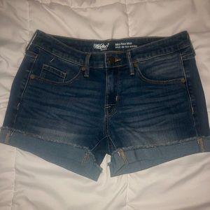 Mossimo mid-rise midi denim shorts size 4